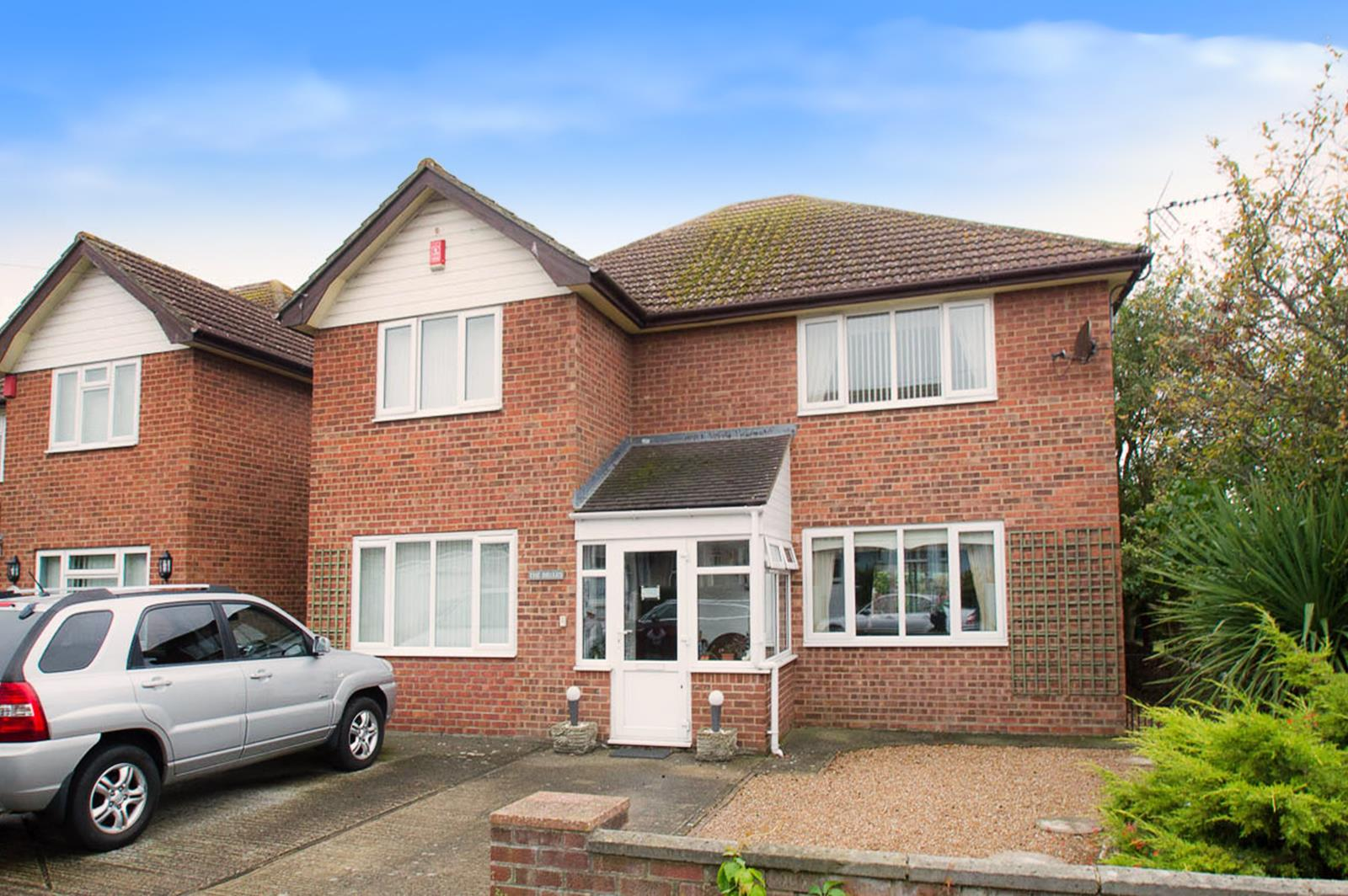 3 Bedrooms Detached House for sale in Seaville Drive, Pevensey Bay, Pevensey